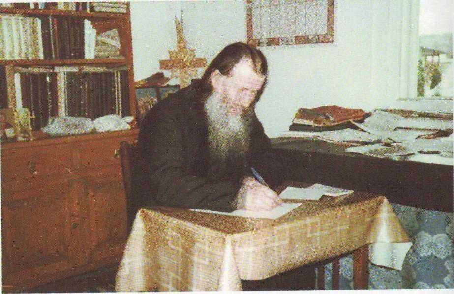 """<i>""""Bucura-te, Ioanichie, mare facator de carti duhovnicesti!""""</i> PARINTELE IOANICHIE BALAN – IN CAUTAREA SFINTILOR"""