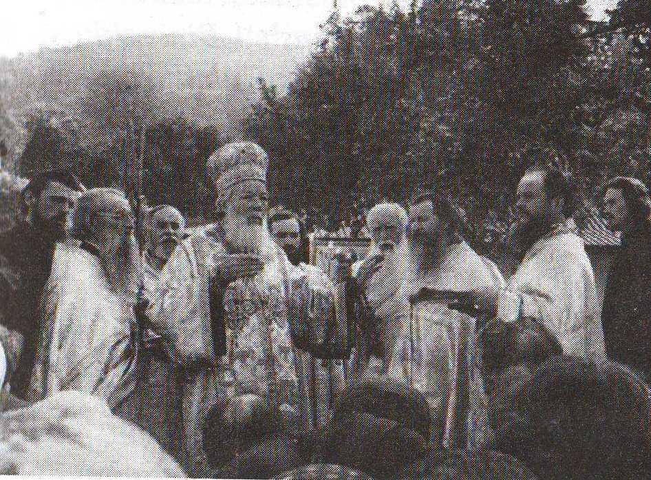 <i>&#8220;Bucura-te, Ioanichie, mare facator de carti duhovnicesti!&#8221;</i> PARINTELE IOANICHIE BALAN &#8211; IN CAUTAREA SFINTILOR