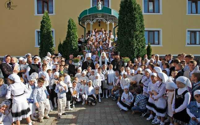 Orfelinatul de pe lângă mănăstirea Bănceni din Bucovina