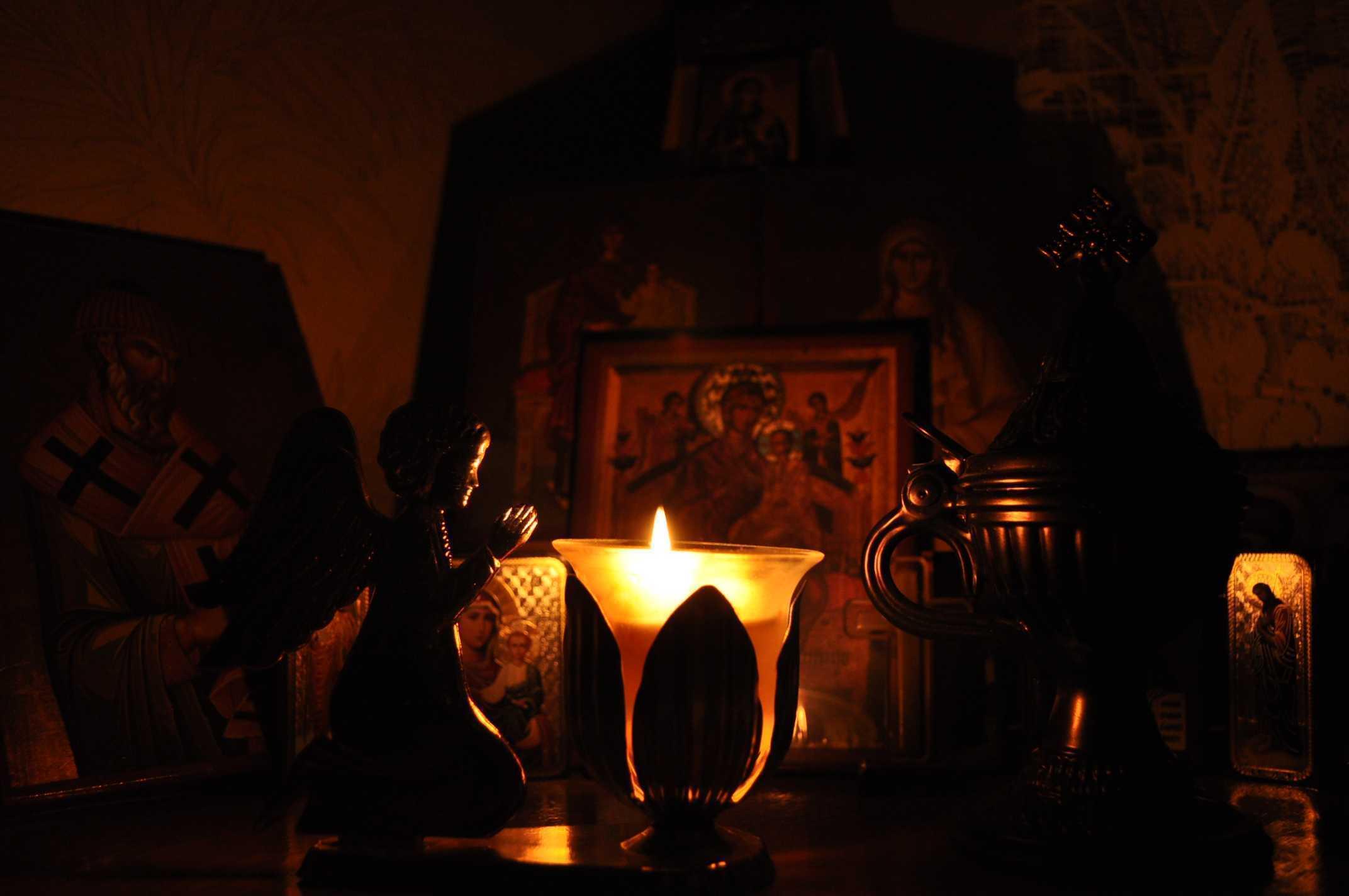 PARINTELE STANILOAE despre ORTODOXIE versus catolicism si protestantism: <i>&#8220;Biserica Ortodoxa n-a stirbit adevarul coborat de sus, n-a diluat vinul ceresc cu apa sfatoseniilor omenesti&#8221;</i>