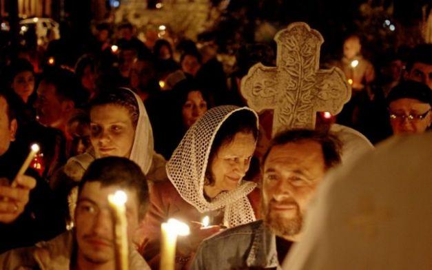 Brăilenii au primit lumina Învierii FOTO Florentin Coman