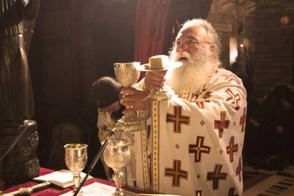 Worship-raising-of-the-Holy-Diskos