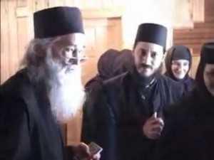 youtube.com.Pr. Iustin Parvu si Pr. Amfilohie Branza (2003) - 22