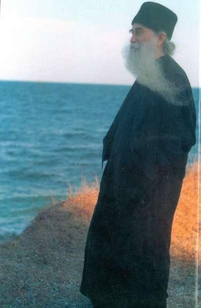 PARINTELE ARSENIE DE LA TECHIRGHIOL: <i>&#8220;O clipa inima mi se facuse cer&#8230;&#8221;</i>