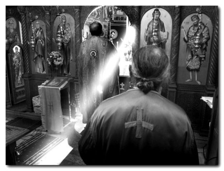 PARINTELE IULIAN STOICESCU, <i>&#8220;un preot de foc&#8221;</i>, hranitor al flamanzilor de Duh, un sfant desprins din Patericul viu al temnitelor si al slujirii jertfelnice
