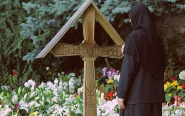 Loc de reculegere - mormântul părintelui. Mănăstirea Prislop.