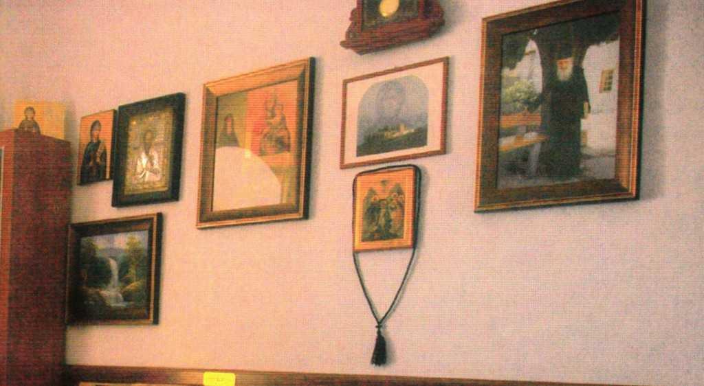 biriul parintelui Atanasie Floroiu staretia Prodrom cu tabloul parintelui Petroniu