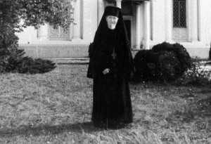 benedict-ghius-la-manastire