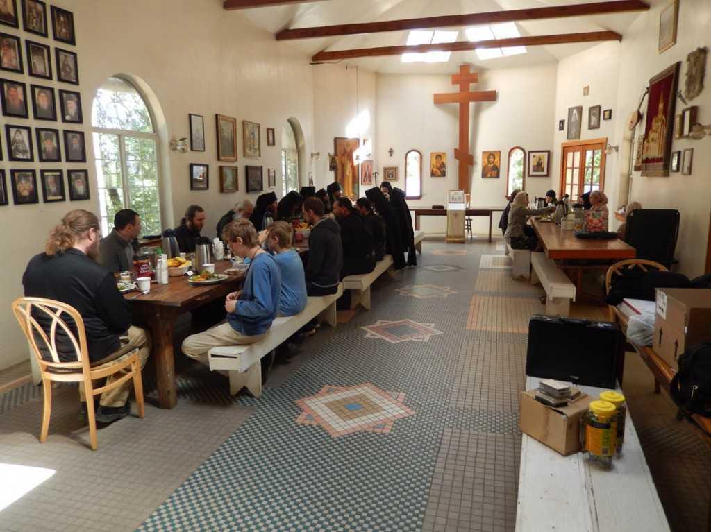 masa la trapeza manastirii Platina