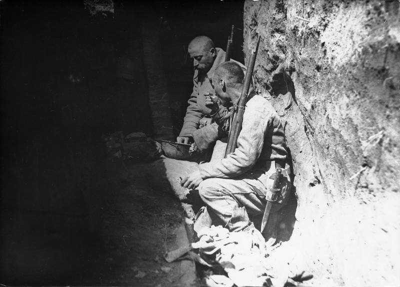 Soldati-romani-in-transee.-Primul-Razboi-Mondial-probabil-1917