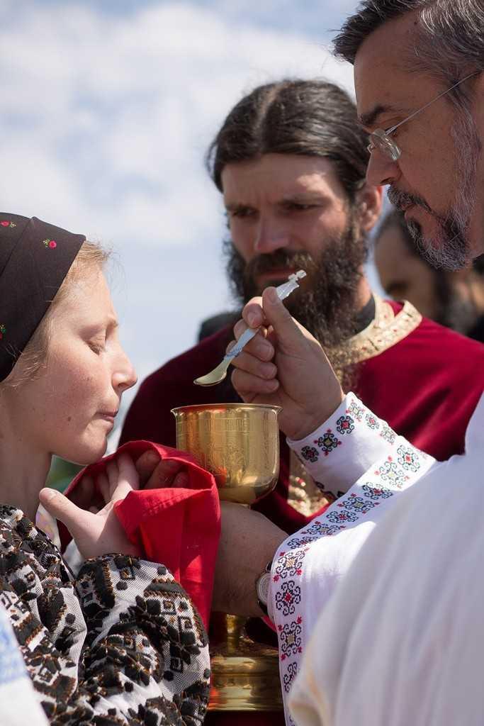 sergiunicola_taina_sfintei_impartasanii_manastirea_oasa_alba_2