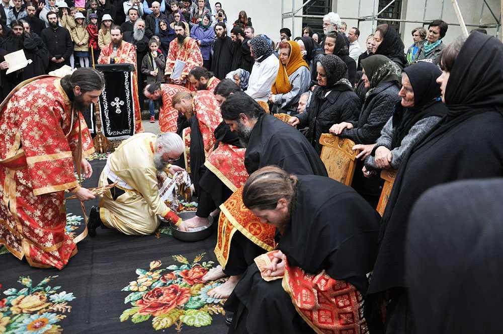 spalarea-picioarelor-manastirea-putna_foto-tudorel-rusu-21