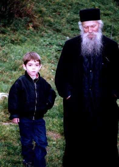 RAZBOIUL GANDURILOR si RAZBOAIELE DINTRE NOI. <i>Familia ortodoxa</i> si lupta cu &#8220;duhurile de sub cer&#8221; intre IMPOTRIVIRE si ASCULTARE &#8220;IN DOMNUL&#8221;