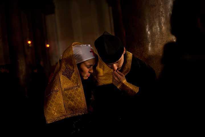 An-Orthodox-priest-listen-004