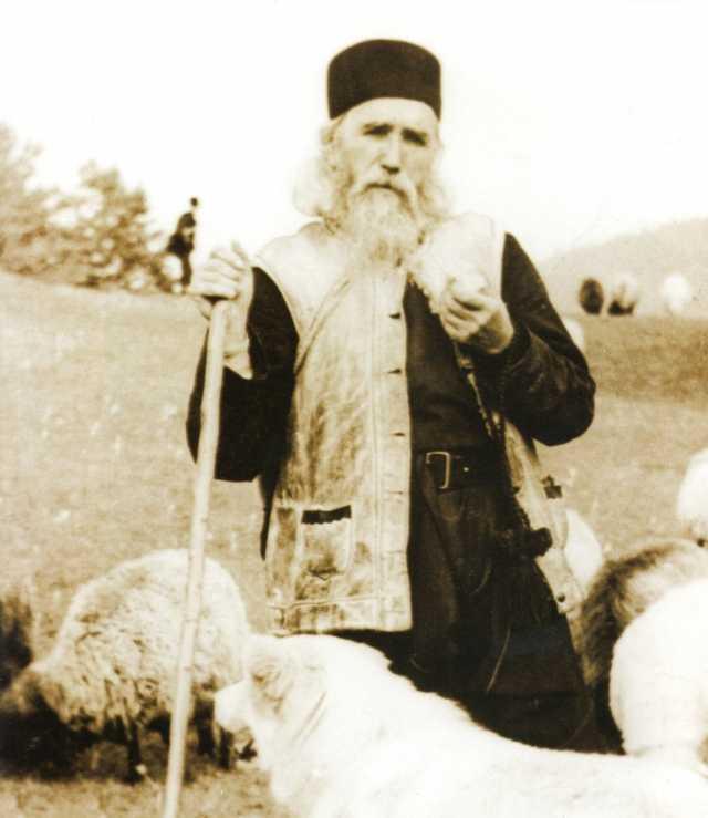 """PARINTELE CLEOPA (†2 decembrie 1998) despre DREAPTA CREDINTA A NEAMULUI ROMÂNESC: <i>""""Ortodocsi trebuie sa stam pana la moarte""""</i>"""