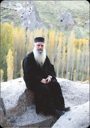 Interviu cu Pr. Prof. Theodoros Zisis in <i>&#8220;Lumea credintei&#8221;</i> despre IUBIREA FALSA A ECUMENISMULUI si CONSECINTELE MINIMALISMULUI DOGMATIC: <i>&#8220;<b>Fara adevar, iubirea este mincinoasa</b>. Aceasta perioada este cea mai grea dintre toate. <b>Nu stiu daca poate fi ceva mai grav decat ceea ce traim acum</b>&#8220;</i>