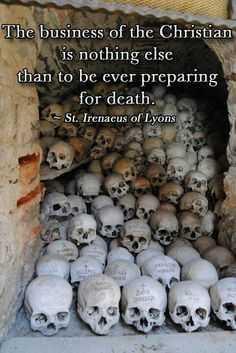 """SFANTUL PAISIE AGHIORITUL ne vorbeste despre cat de importanta este POMENIREA MORTILOR: <i>""""Mereu sa ne aducem aminte de cei adormiti si sa ne rugam pentru ei!""""</i>"""