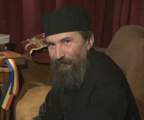 PARINTELE IONA, profesorul anahoret de la Manastirea Oaşa (VIDEO): <i>&#8220;Este o lupta ca sufletele copiilor sa fie rapite de la Dumnezeu&#8221;</i>. DESPRE ILUZIA POLITICII si A LIBERTATII DE A NE ALEGE CONDUCATORII, despre ROBIA LA DIAVOL SI LA BANCI, PRIN PATIMI SI CREDITE: <i>&#8220;Noi facem exact ce este contra fericirii noastre&#8221;</i>