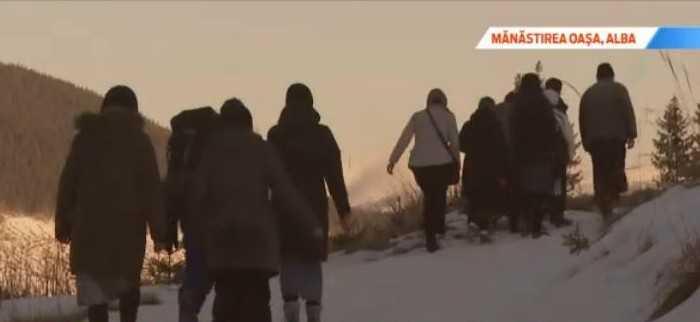 Manastirea tinerilor din locul preferat al lui Sadoveanu. Valea din munti unde chiar si ateii il gasesc pe Dumnezeu - snapshot24