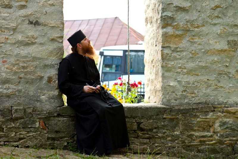 """Din scrisorile duhovnicesti ale Sfantului Ignatie Briancianinov: PACEA DUHULUI SFANT si """"LUCRAREA SANGELUI"""" NOSTRU: <i>""""Mai bine sa fii socotit nestiutor din pricina neputintei mintii tale de a se sfadi decat intelept din pricina nerusinarii tale. SARACESTE PENTRU SMERENIE, NU FI BOGAT PENTRU OBRAZNICIE!""""</i>"""