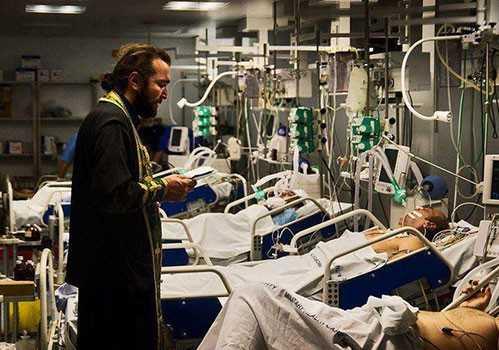 Cuviosul EUSEBIU GIANNAKAKIS, <i>&#8220;in mijlocul durerii, la capataiul celor suferinzi&#8221;</i>, despre PUTEREA MINUNATA A SFINTELOR TAINE ALE SPOVEDANIEI SI IMPARTASANIEI in viata celor bolnavi: <i>&#8220;Slava Tie, Doamne! Binecuvantate sunt lacrimile pocaintei!&#8221;</i> ROLUL PREOTULUI DE SPITAL SI FOLOSUL BOLII