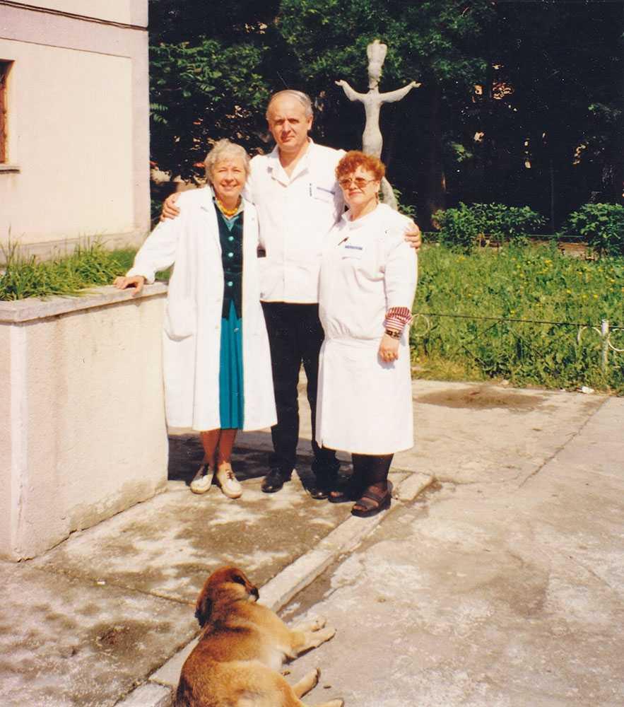 ca-medic-la-spitalul-alexandru-obregia-alaturi-de-colegi_w883_h1000_q100
