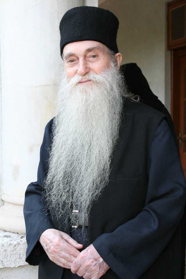 """PĂRINTELE ARSENIE PAPACIOC (✝19 iulie 2011) – ULTIMUL INTERVIU pentru """"Lumea monahilor"""": """"VOM RĂSPUNDE, FETIŢĂ SCUMPĂ, TOŢI! <i>Hristos a venit, S‑a jertfit ca să ne salveze pe noi. Iar noi habar nu avem</i>. DE CE ATÂTA NEPĂSARE?"""""""