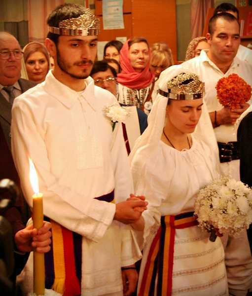nunta traditionala, maini impreunate