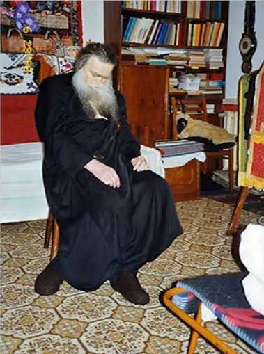 """CUVIOSUL IACHINT UNCIULEAC (""""PUTNEANUL"""") – 90 de ani de la nasterea jertfelnicului """"duhovnic al Bucovinei"""" <i>(10 septembrie)</i> care a adormit intru Domnul, """"la datorie"""", IN SCAUNUL DE SPOVEDANIE"""