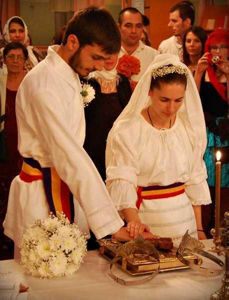 nunta - mainile unite pe sfanta evanghelie juramant - 81231