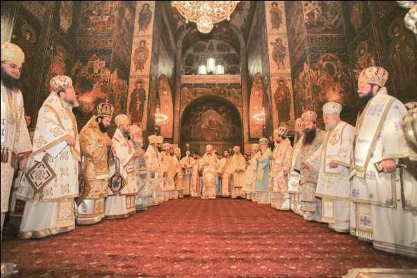 Preafericitul Părinte Patriarh Daniel prezent la manifestările religioase prilejuite de ridicarea în rang de Arhiepiscopie a Eparhiei Dunării de Jos