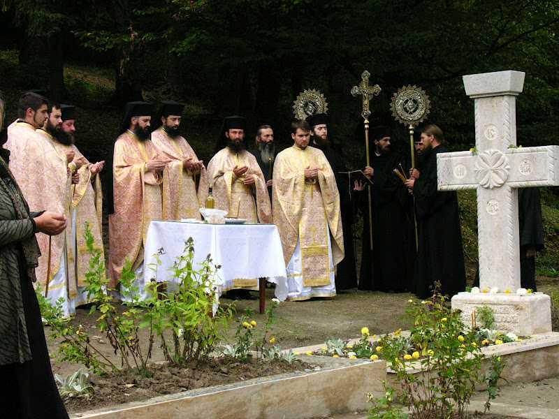 Sfințirea crucii de mormânt a părintelui Gavril Miholca2