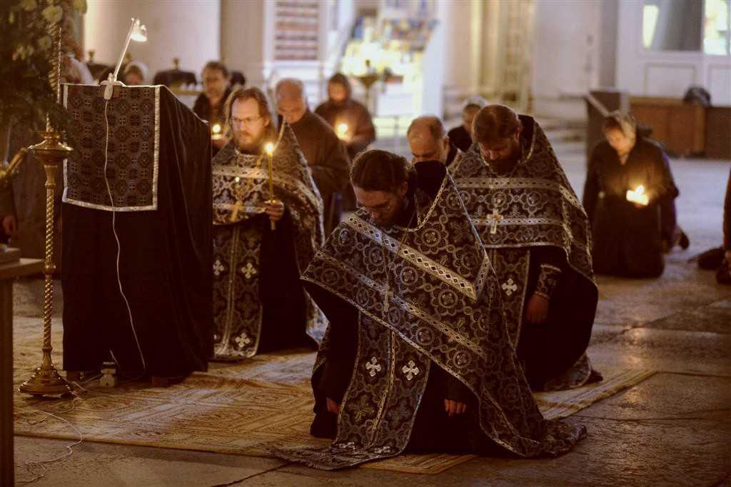 """CHEMARE LA POST MAI SEVER SI LA RUGACIUNE INTETITA LA VREME DE PRIGOANA A CRESTINILOR. Pastorala Sinodului Mitropoliei Ortodoxe Române a Germaniei, Europei Centrale şi de Nord: <i>""""Vă chemăm pe voi toţi să înmulţiţi rugăciunea şi să postiţi cu deosebire în această perioadă a Postului Mare""""</i>"""