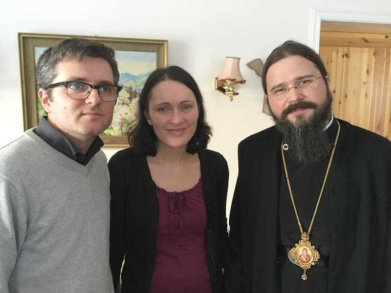 Episcopul-Macarie-Dragoi-acasa-la-sotii-Bodnariu