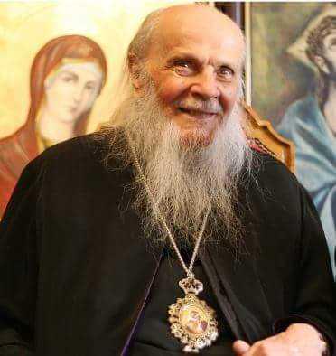"""PĂSTORUL MARAMUREȘULUI CREȘTIN. Parintele Arhiepiscop IUSTINIAN CHIRA implineste 95 de ani! <i>""""Două modele am avut în viaţă: Pe Iisus Hristos şi pe ţăranul muncitor cu palmele bătătorite""""</i>"""