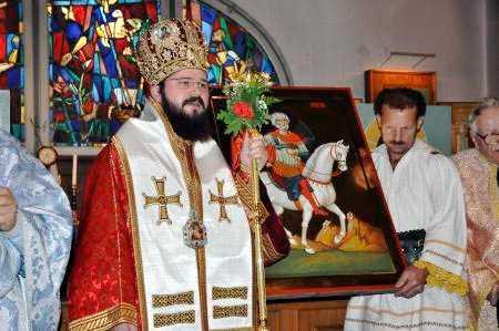 PS Macarie cu icoana Sfantului Mina