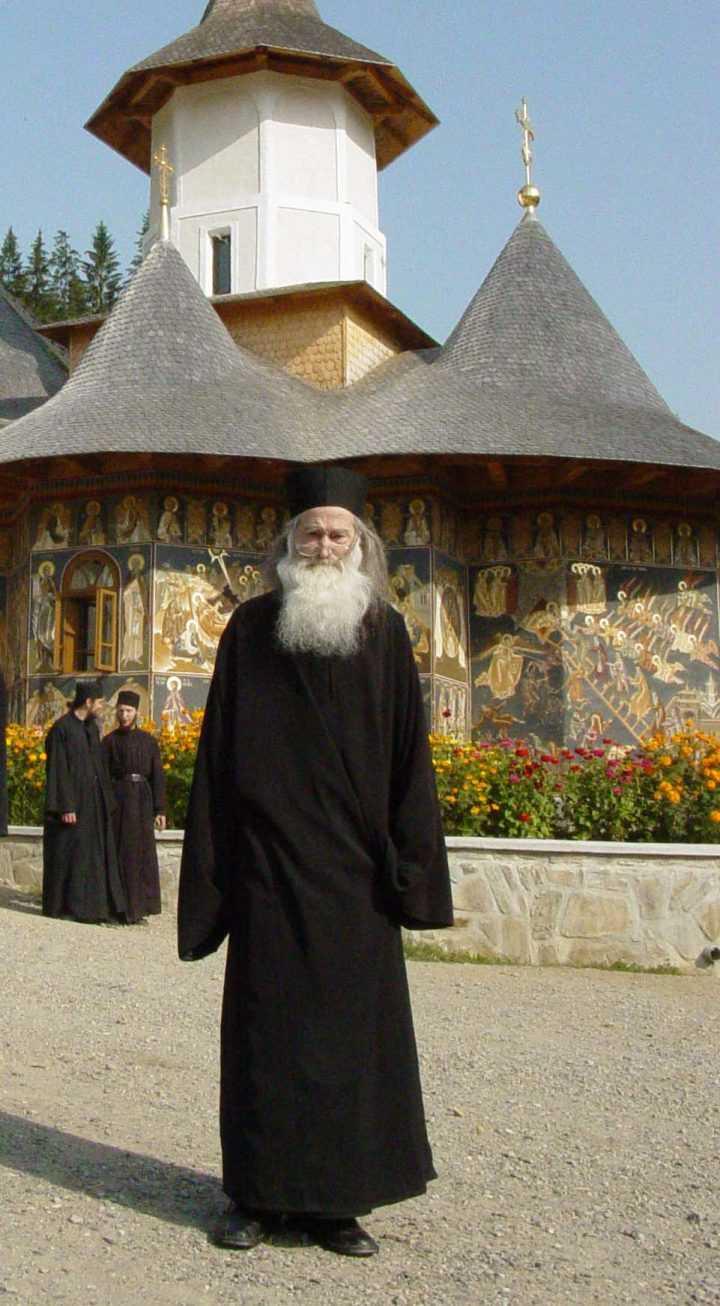 PARINTELE IUSTIN PARVU (†16 iunie 2013) &#8211; CUVINTE PENTRU VREMURI DE INCERCARE A BISERICII: <i>&#8220;Acum, în momentele grele pe care le trăim, cu ispite puternice, harul lui Dumnezeu va creşte. DACĂ NE VOM RUGA! Dacă vom păstra unitatea în Biserică, dacă nu ne va împrăştia această ispită, noi vom rezista. Adevărul creştin nu se impune cu forţa. Adevărul creştin vorbeşte prin sine&#8221;</i>