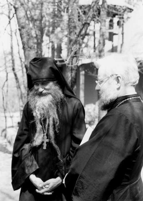 Părintele Serafim Rose și Alexis Young în mănăstirea Cuviosului Gherman. Începutul anului 1982