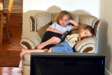 copii-la-televizor