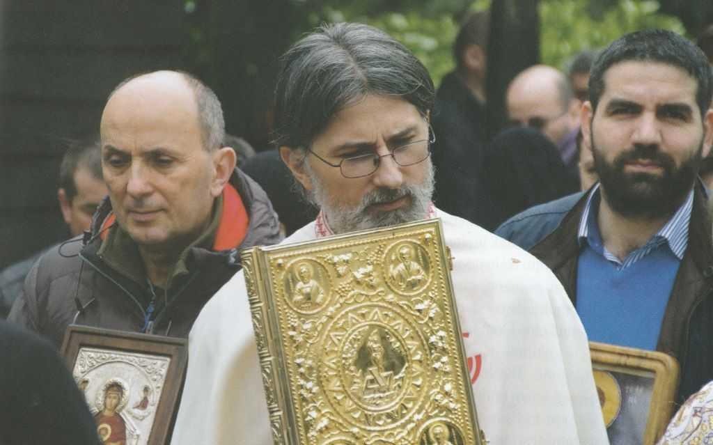 """<i>""""E ca o pânză ţesută de Dumnezeu, care pune inimă lângă inimă…""""</i>. MĂRTURIE VIE și îndemn tare la LUPTA DUHOVNICEASCĂ OSÂRDUITOARE ÎN BISERICĂ și la LUCRAREA """"ȚESĂTURII"""" DRAGOSTEI FRĂȚEȘTI – Partea a II-a a interviului din <i>""""Familia ortodoxă""""</i> cu PR. CIPRIAN GRĂDINARU (BELGIA)"""