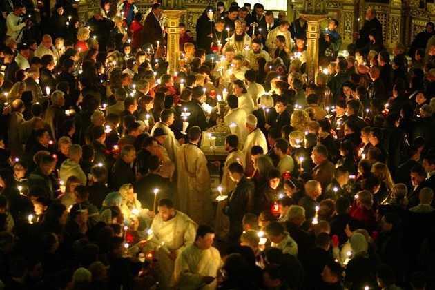 Mitropolitul IEROTHEOS VLACHOS despre SĂRBĂTORIREA DUHOVNICEASCĂ A SFINTELOR PAȘTI, pe baza Sfinților Părinți: <i>&#8220;Praznicul Paștilor ne cheamă la trăirea PERSONALĂ a Învierii, la împărtășirea personală de ÎNNOIRE&#8230;</i> Dacă nu se întâmplă aceasta, atunci ZADARNICĂ este pentru noi prăznuirea Paștilor&#8221;