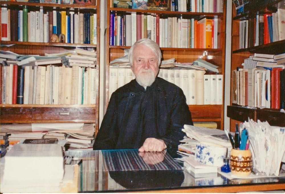 """PARINTELE STĂNILOAE despre HOMOSEXUALITATE și OMUL ÎNTREG ca """"bărbat și femeie"""": <i>""""Oficializarea homosexualităţii poate fi acea urâciune apărută în faţa lumii din Apocalipsă""""</i>/ 25 de ani de la nașterea la ceruri a celui mai mare (și mai trăitor) teolog ortodox român din toate timpurile"""