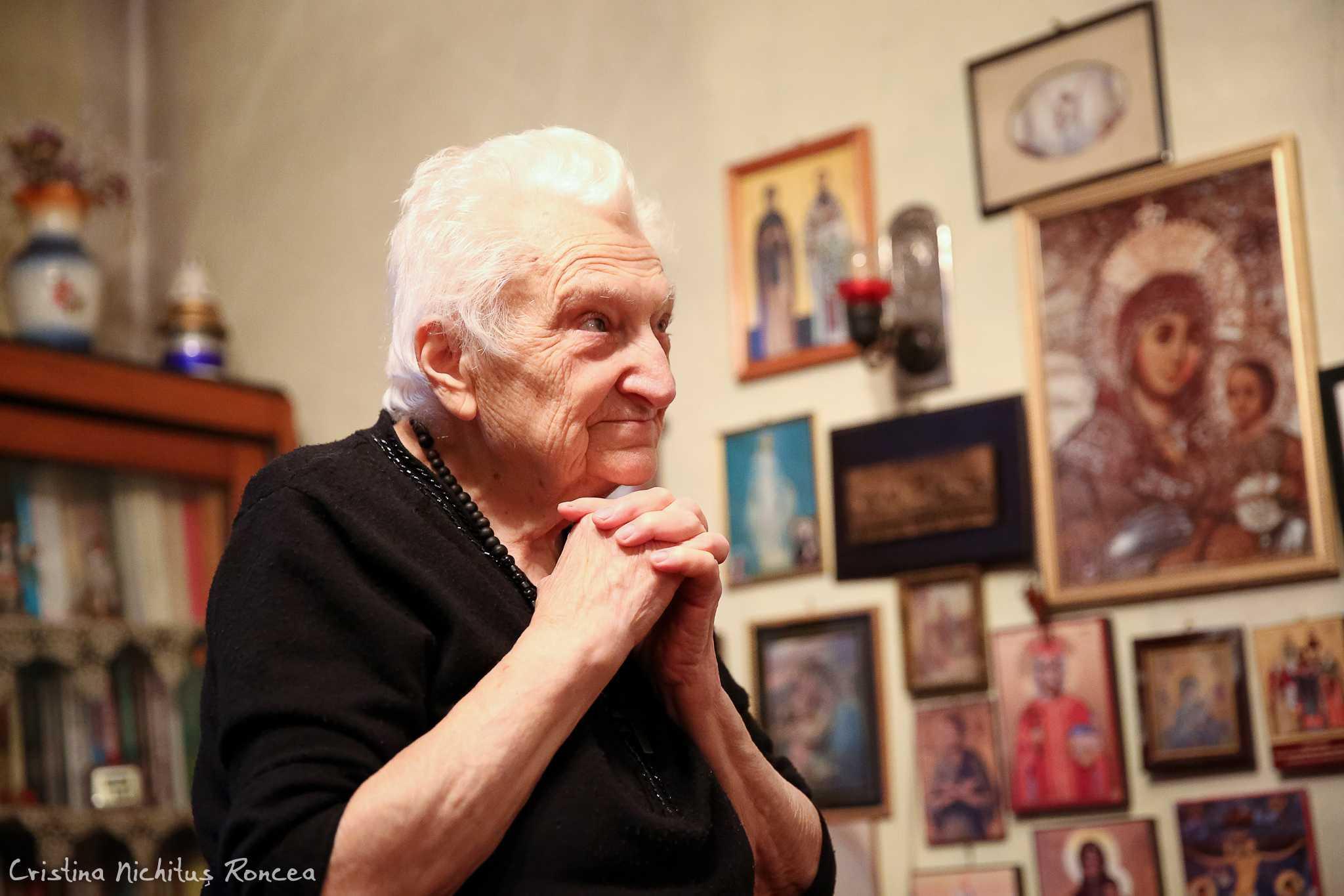 """<i>""""Domnul știe ce face""""</i> – PUTEREA SALVATOARE A NE-CÂRTIRII și PERICOLELE DUPLICITĂȚII. Învățăminte duhovnicești de mare preț din interviurile doamnei ASPAZIA OȚEL-PETRESCU, mărturisitoarea și pătimitoarea pentru Hristos: <i>""""România de astăzi este total debusolată, iar noi, ca popor, am decăzut, am devenit masă de manipulare. Bolşevismul n‑a pierit, ci a îmbrăcat o altă formă""""</i>"""