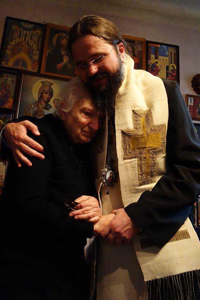 """ÎN VIZITĂ LA DOAMNA ASPAZIA, cea cu credința de oțel: <i>""""Nicio frică să nu fie mai mare decât frica de Dumnezeu""""</i>. PREZENȚA MÂNTUITORULUI ÎN IADUL CELULELOR TRANSFORMATE ÎN CHILII, povățuirile și binecuvântările Părintelui Arsenie Boca (VIDEO + TEXT)"""