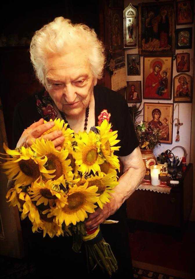 ASPAZIA OȚEL-PETRESCU, cu un an înaintea nașterii în ceruri, pentru &#8220;Familia ortodoxă&#8221;: <i>&#8220;Noi, oamenii, nu înţelegem că NOI TRĂIM UNII PRIN ALȚII, unii cu alţii.  Noi NU SUNTEM DE CAPUL NOSTRU, formăm un tot. Fiecare dintre noi avem această datorie, SĂ FACEM POCĂINȚĂ PENTRU ÎNTREGUL NEAM&#8221;</i>