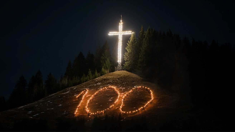 """2018 – ANUL 100. Cuvinte însuflețitoare ale starețului MELCHISEDEC AL PUTNEI: <i>""""Tineri, așezați-vă în lucrarea lui Dumnezeu!""""</i>. PĂRINTELE EPISCOP MACARIE: <i>""""""""Semnele vremilor"""" nu sunt liniștitoare. Să ne ancorăm viețile în Hristos, ca să ne mântuim de tăvălugul care trage lumea întreagă după vârtejul său""""</i> (VIDEO)"""