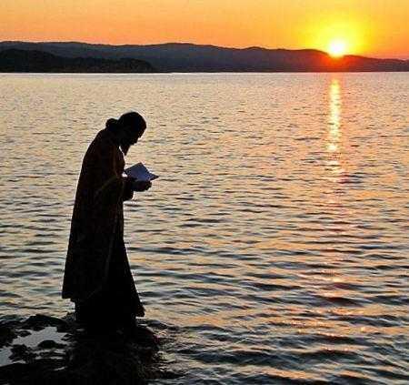 """AMINTIREA MORȚII. <i>""""În fiecare clipă înaintea lui Dumnezeu""""</i>. Arhim. SIMEON KRAIOPOULOS: <i>""""Dacă rămâi lipit de lumea de aici, dacă te cucereşte teama ca nu cumva să pleci din ea, cu atât mai puţin vei jindui la cele cereşti""""</i>"""