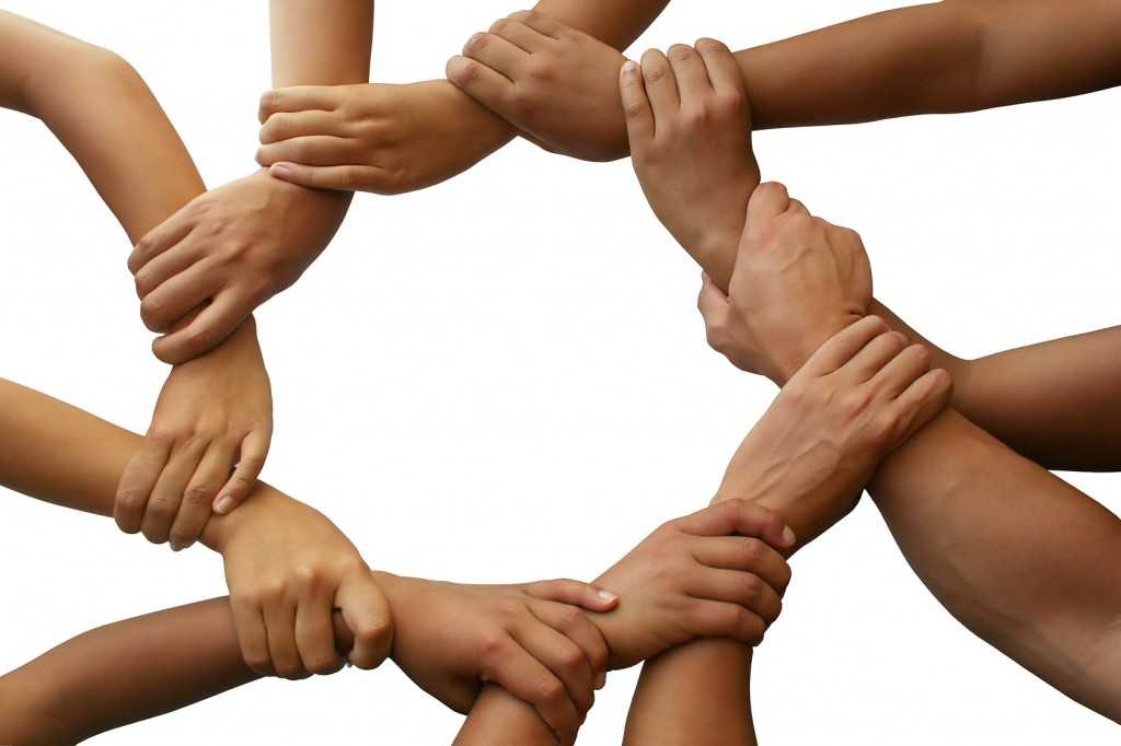 """DUMNEZEU VREA SĂ LUCREZE PRIN OM. <i>""""Noi toți suntem una. Suntem făcuți unii pentru ceilalți, nu suntem insule, ne mântuim sau ne pierdem împreună""""</i>. EGOISMUL CARE RĂSTIGNEȘTE sau.. DE CE SUNTEM RESPONSABILI PENTRU TOȚI? Preasfințitul Macarie: <i>""""Noi suntem legați unii de alții într-o REȚEA NEVĂZUTĂ, dar adevărată și lucrătoare. TOT CEEA CE FACEM ÎI INFLUENȚEAZĂ PE CEILALȚI""""</i>"""