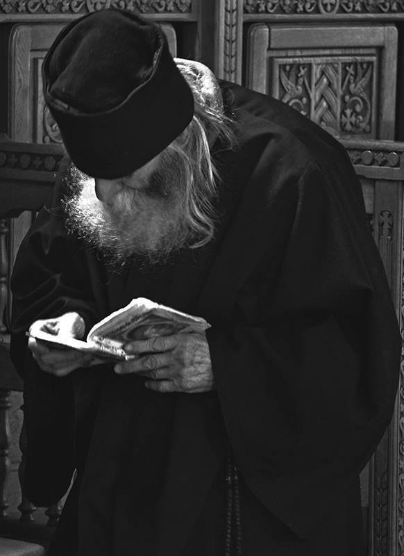 <i>&#8220;SĂ NU NE DESCURAJĂM! Să primim cu evlavie nevoinţa smerită, foarte potrivită neputinţei noastre, dată, în chip parcă văzut, de către mâna lui Dumnezeu!&#8221;</i>. Sf. Ignatie Briancianinov despre SFĂTUIRE, ÎNDRUMARE DUHOVNICEASCĂ și viața duhovnicească potrivită cu condițiile proprii VREMURILOR NOASTRE