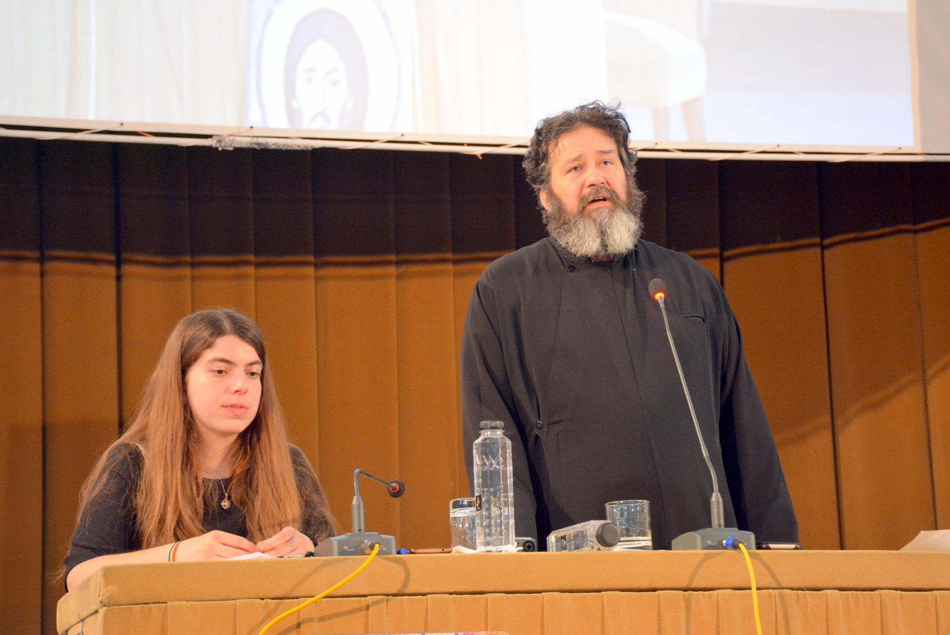"""SĂ NU TE RUȘINEZI DE DUMNEZEU! – Părintele Ciprian Negreanu în conferința de la București: <i>""""Cum am ajuns noi să iubim mai mult slava lumii decât slava lui Dumnezeu?""""</i> (VIDEO, TEXT)"""